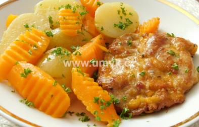 Nakládaná krkovička s novými bramborami a mrkví na másle