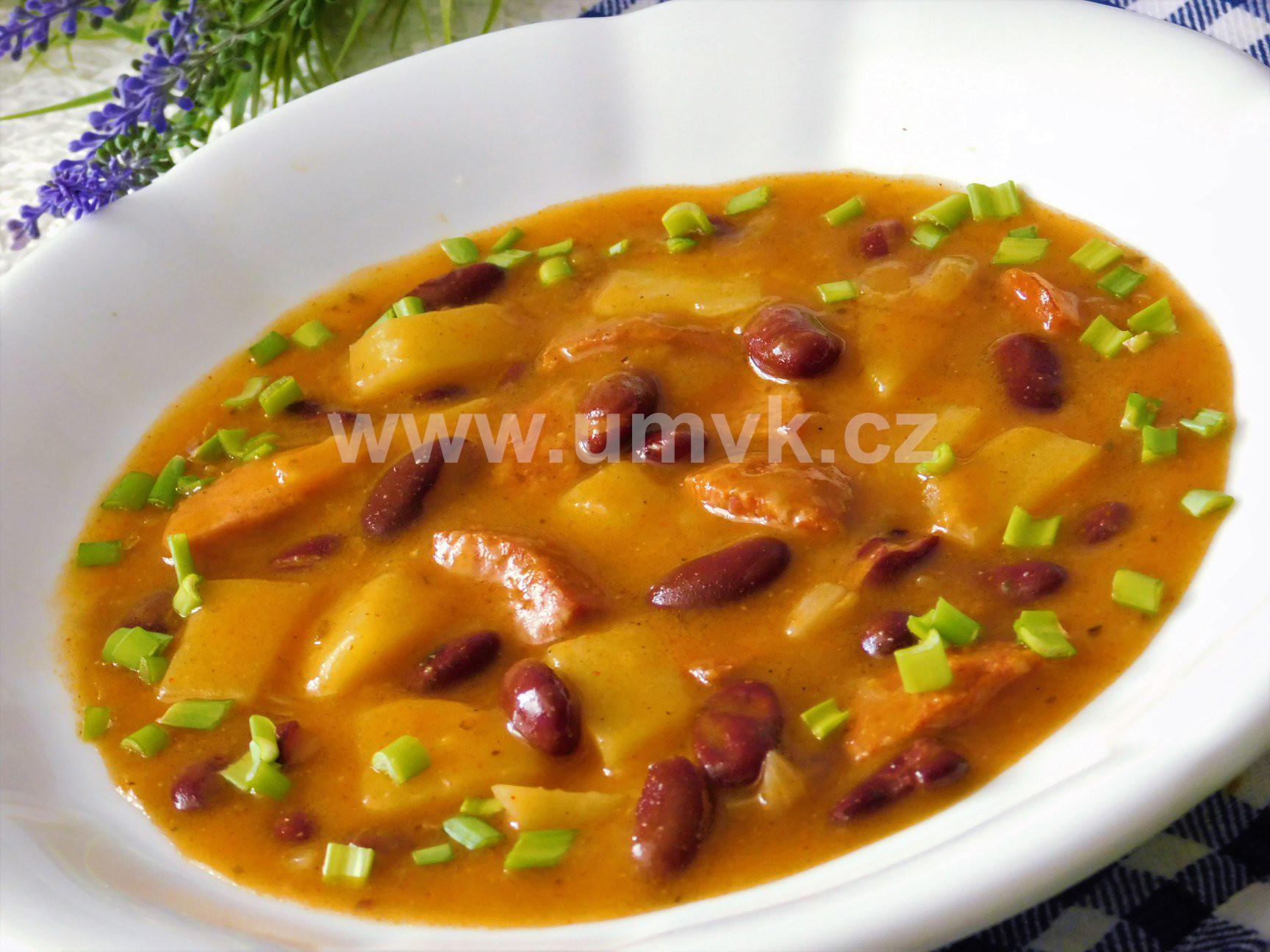 Jednoduchý bramborový guláš s fazolemi